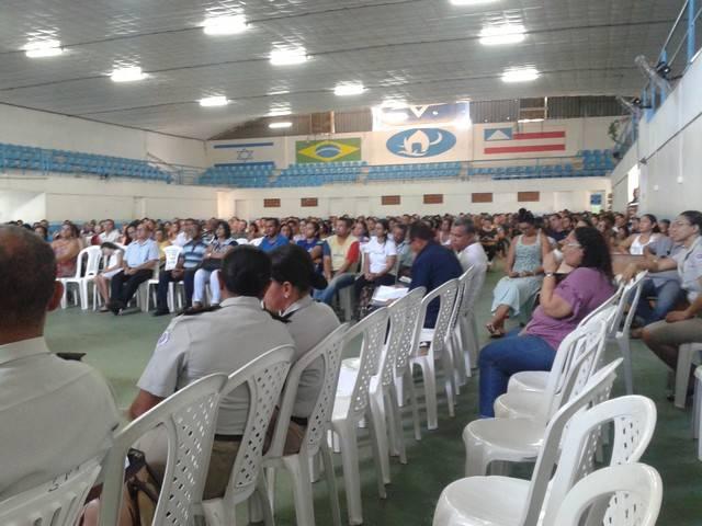 400 Pais e Professores se reúnem para apresentação do PEV
