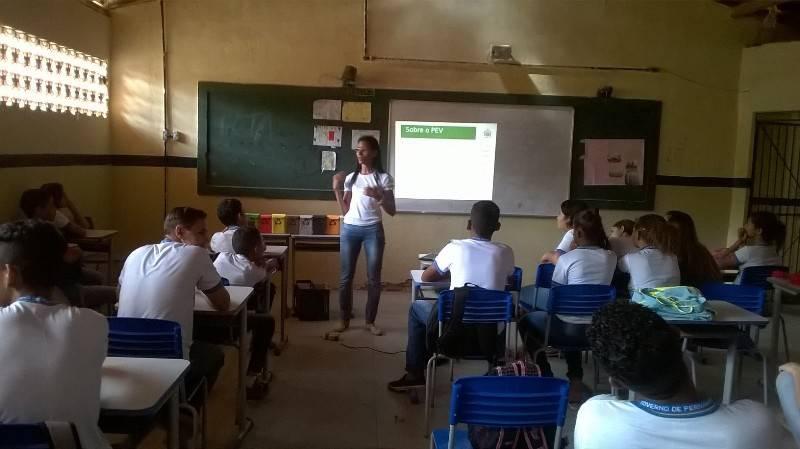 Atividade sobre reciclagem e coleta seletiva - Escola João Batista - Petrolina-PE - 09.10.15