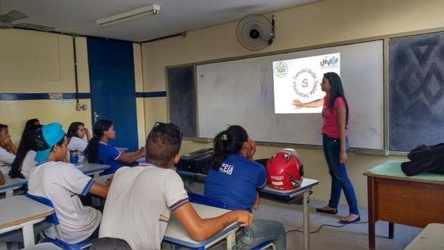 Saúde Ambiental - Sexualidade, Gravidez e DSTs na Adolescência. Escola João Barracão. Petrolina-PE. 29-04-2016