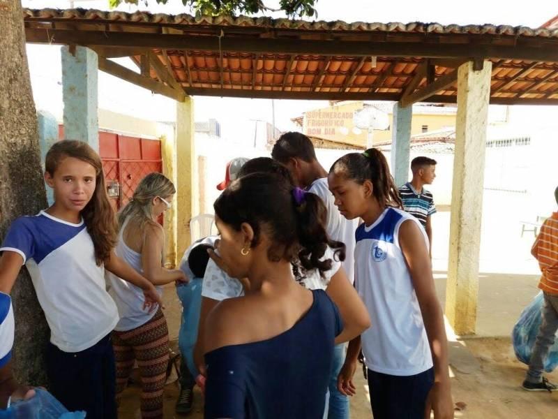 Ações Socioambientais. Escola Thomaz Guimarães. Senhor do Bonfim-BA. 15/05/2017.
