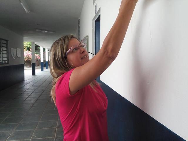 Adesivos de Sensibilização. Escola Vande de Souza Ferreira. Petrolina-PE. 31-05-2016