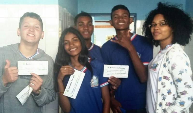 Adesivagem da Escola Artur Oliveira. Juazeiro-BA. 07/06/2017.