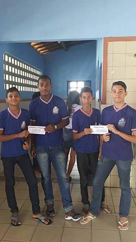Atividade de Adesivagem. Escola Artur Oliveira. Juazeiro-BA. 05-05-2016