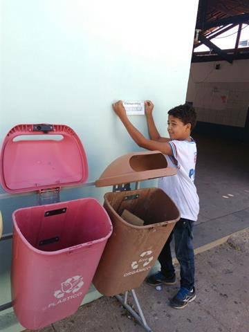 Atividade de Adesivagem. Escola Helena Celestino. juazeiro-BA. 13-05-2016