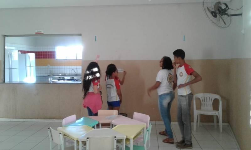 Atividade de adesivagem. Escola Ludgero de Souza Costa. Juazeiro-BA. 23/05/19