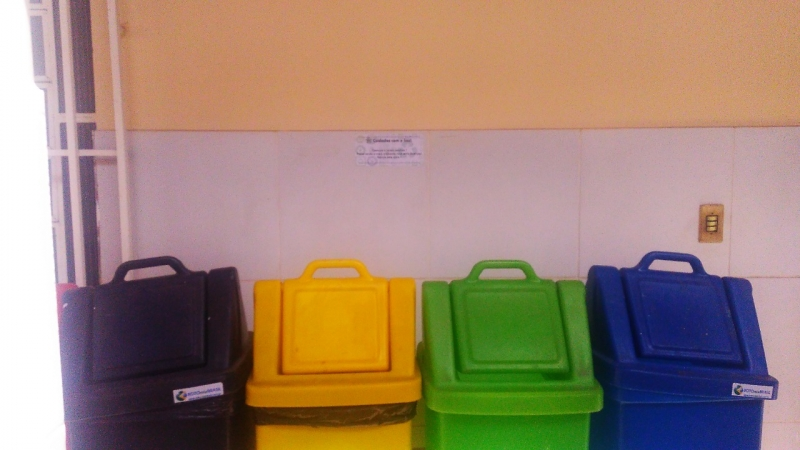 Atividade de adesivagem. Escola Municipal Joca de Souza Oliveira. Juazeiro-BA. 28/05/19