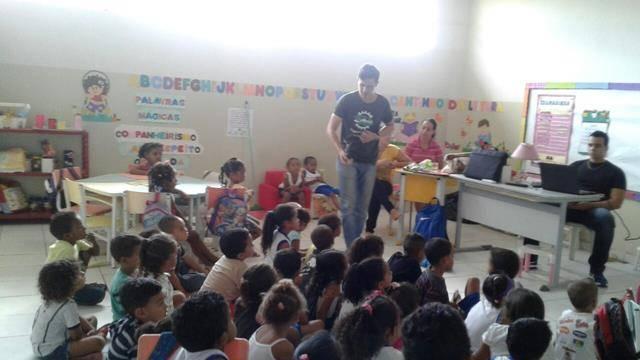Atividades preparativas de arborização. Escola Dilma Calmon. Juazeiro-BA. 20-05-2016