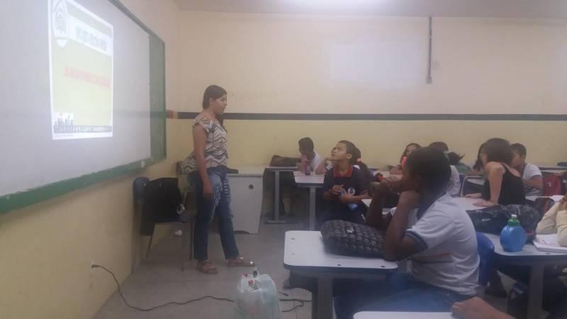 Atividades de Arborização. Escola Humberto Soares. Petrolina-PE. 06/05/2017.