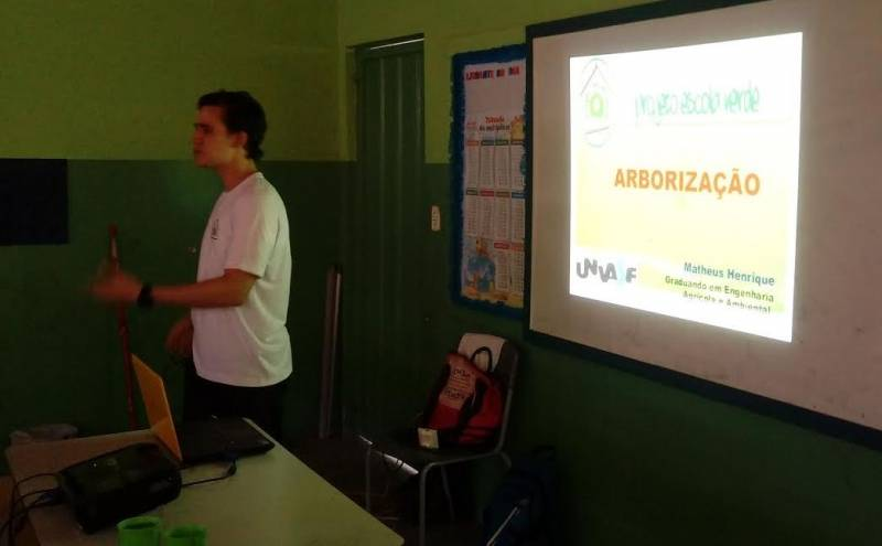 Atividades de Arborização. Escola Professor José Joaquim. Petrolina-PE. 12/05/2017.