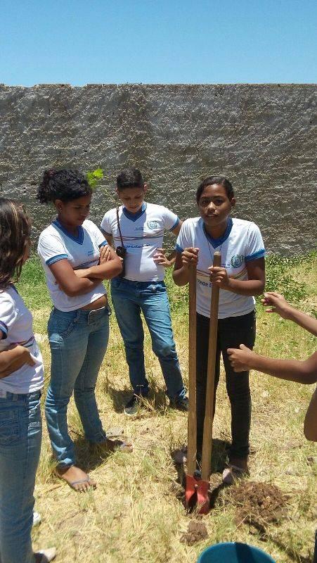 Atividade de arborização - Escola Estadual Antônio Cassimiro - Petrolina-PE - 28.10.15