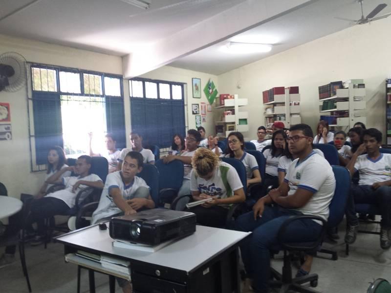 Atividade sobre arborização - Escola de Referência em Ensino Médio Dr. Pacífico Rodrigues da Luz - Petrolina-PE - 24.10.15
