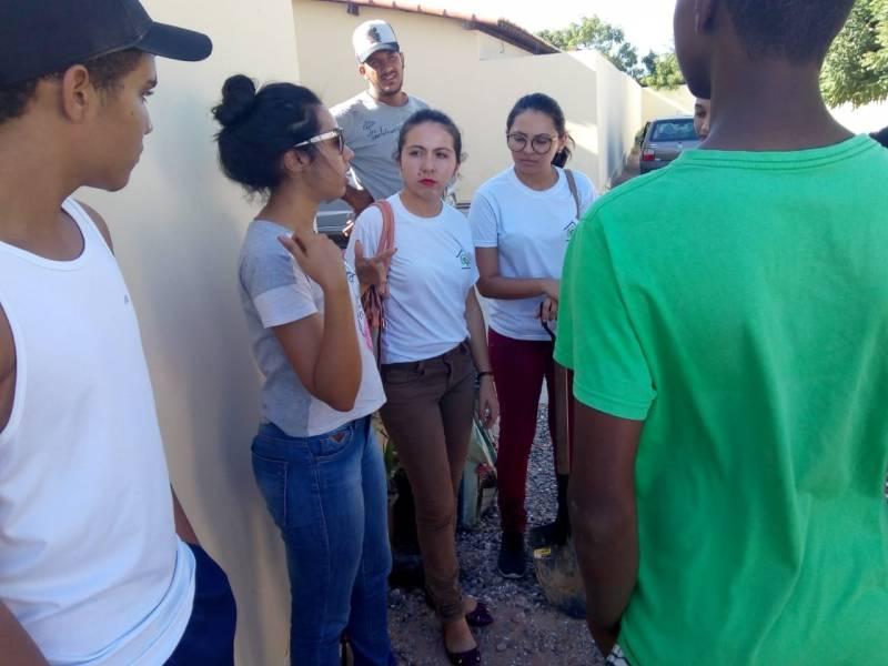 Atividades de Aborização. Escola Eneide Coelho Paixão. Petrolina-PE. 20/12/2018.