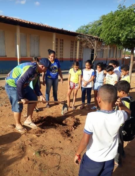 Atividade Arborização. Escola Municipal Coroa de Frade. Santa Maria da Boa Vista-PE. 18/09/2019.
