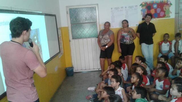 Atividades de arborização. Escola Nossa Senhora Rainha das Grotas. Juazeiro-BA. 01-04-2016 (16)