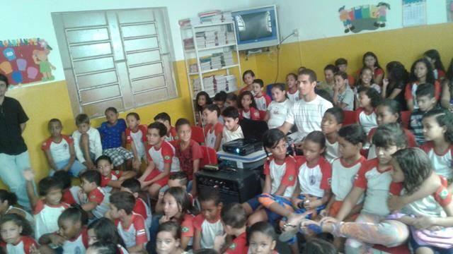 Atividades de arborização. Escola Nossa Senhora Rainha das Grotas. Juazeiro-BA. 01-04-2016 (17)