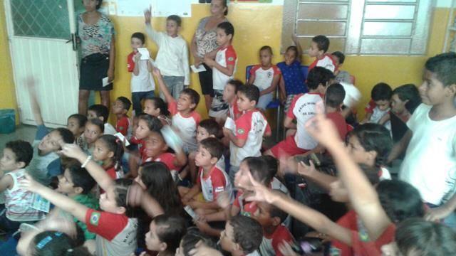 Atividades de arborização. Escola Nossa Senhora Rainha das Grotas. Juazeiro-BA. 01-04-2016 (20)