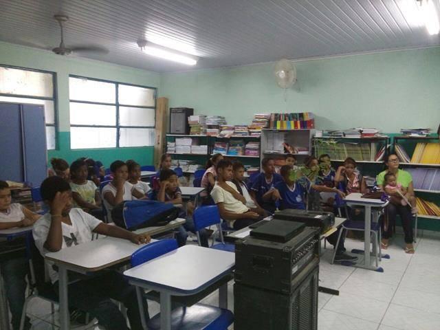 Atividades de arborização. Escola Prof Pedro Raimundo Rego. Juazeiro-BA. 01-04-2016