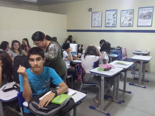 Atividades de arborização. Escola Humberto Soares. Petrolina-PE. 08-04-2016