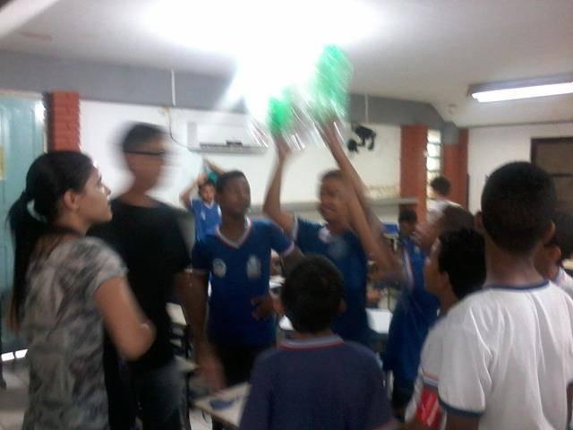 Atividades de arte ambiental - Reciclagem. Escola Polivalente Américo Tanuri. Juazeiro-BA. 10-06-2016