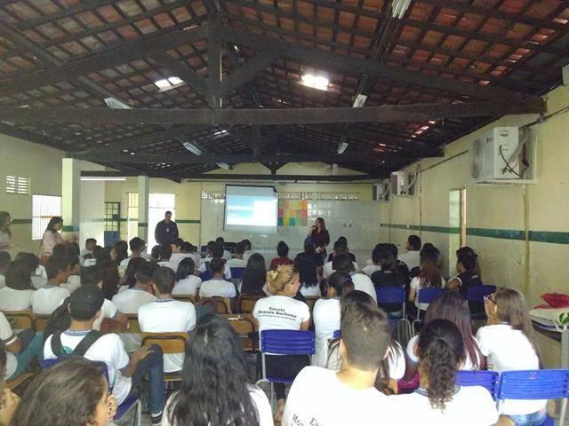 Atividades de arte ambiental - Reciclagem. Escola Moyses Barbosa. Petrolina-PE. 06-06-2016 (2)