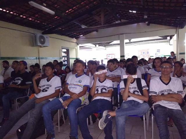 Atividades de arte ambiental - Reciclagem. Escola Moyses Barbosa. Petrolina-PE. 06-06-2016 (3)