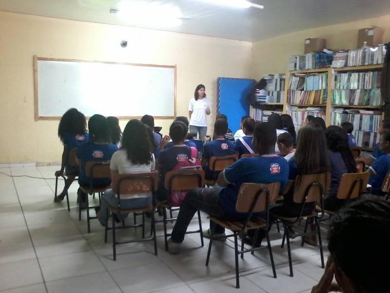 Atividade de reciclagem e reutilizacao de materiais - Colegio Estadual Antonilio da Franca Cardoso - Juazeiro-BA - 07.11 (2)
