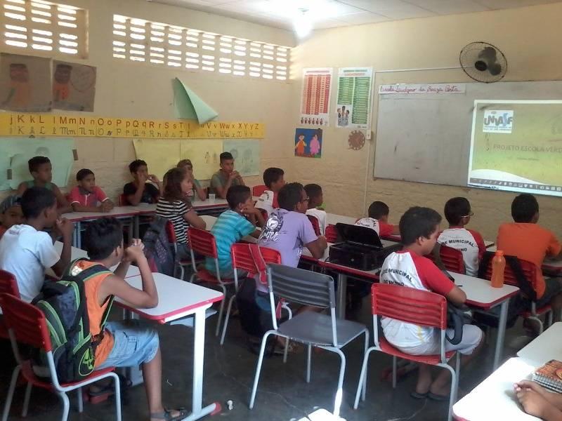 Atividade de reciclagem e reutilizacao de materiais - Escola Ludgero de Souza Costa - Juazeiro-BA - 05.11 (1)