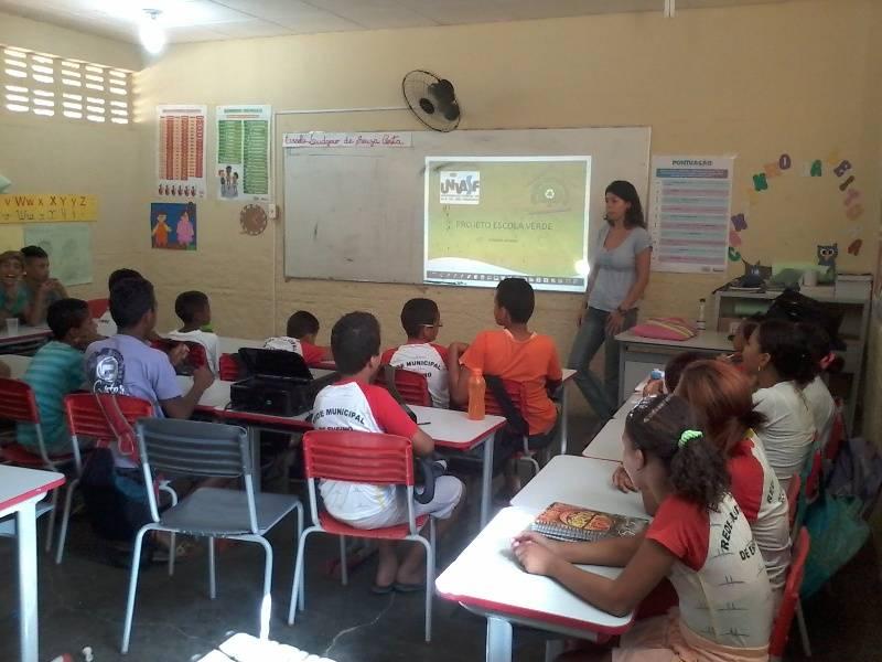 Atividade de reciclagem e reutilizacao de materiais - Escola Ludgero de Souza Costa - Juazeiro-BA - 05.11 (2)