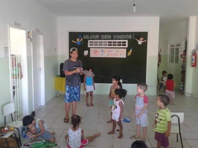 Arte ambiental. Escola Infantil Unidade de Acolhimento Marcelo Brito. Petrolina-PE. 28-07- (11)