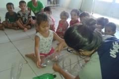 Arte ambiental sensibiliza crianças para reciclagem