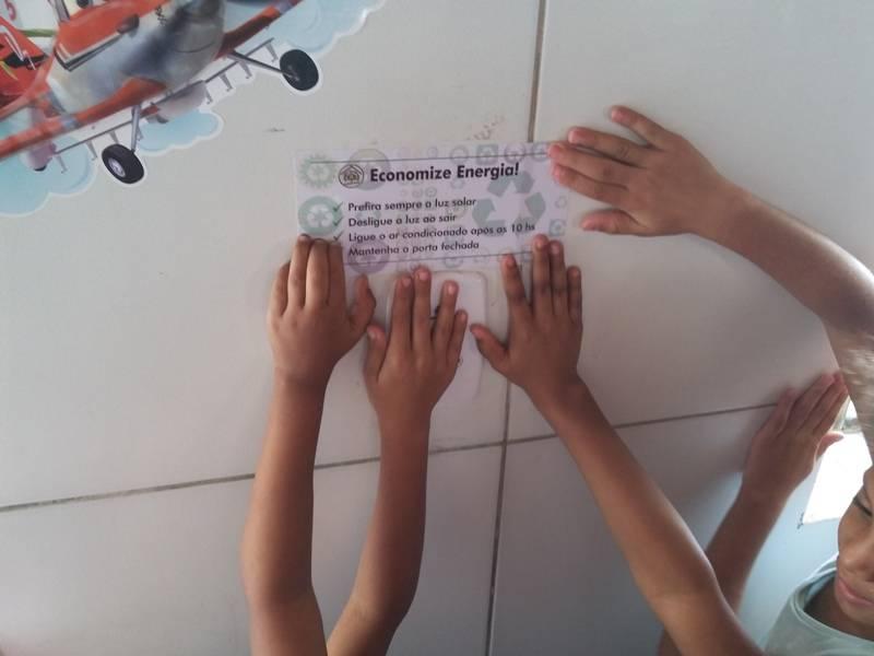 Atividade de adesivagem nas escolas - Escola Joca de Souza - Juazeiro-BA - 26.08.15
