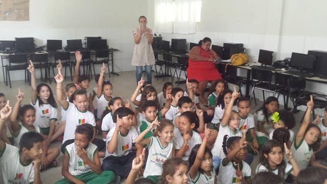 Atividades de Arborização. Escola José Joaquim. Petrolina-PE. 20-10-2016