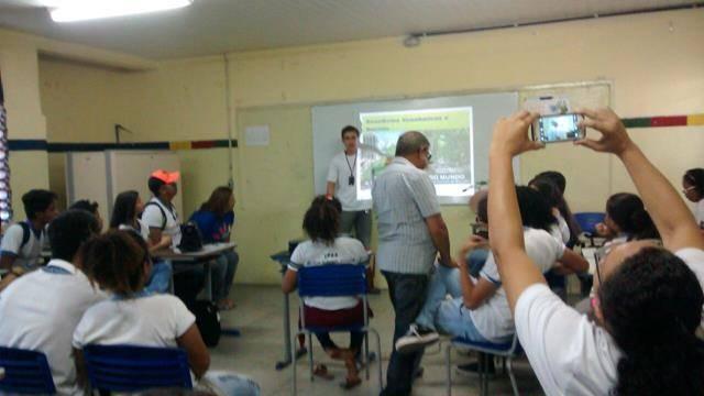 Atividades de Arborização. Escola Adelina Almeida. Petrolina-PE. 13-10-2016