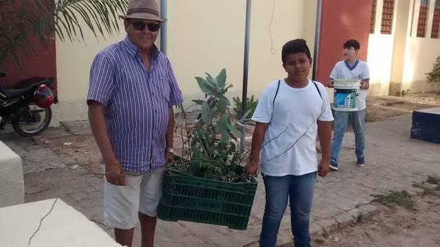 Atividade de Arborização. Escola Adelina Almeida. Petrolina-PE. 31-03-2016