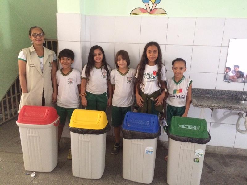 Intervenção de reciclagem - Escola São Domingos Sávio - Petrolina-PE - 01.12.15