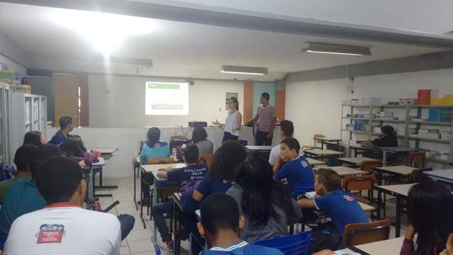 Atividade de coleta seletiva. Escola Polivalente Américo Tanuri. Juazeiro-BA. 05-08-2016 (7)