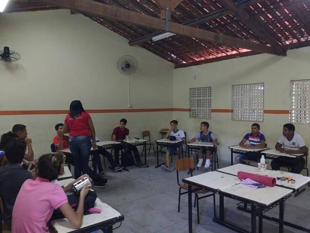 Arte Ambiental - Reciclagem. Escola Moyses Barbosa. Petrolina-PE. 05-07-2016