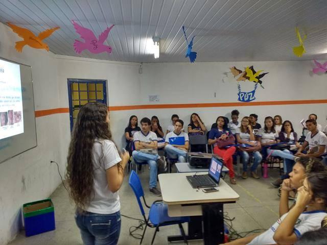 Atividades de Saúde Ambiental. Gravidez e uso de drogas na adolescência. Escola Moyses Barbosa. Petrolina-PE. 31-10-2016.
