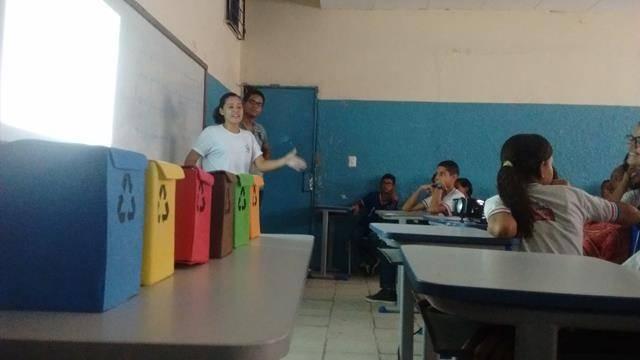 Atividades de Coleta Seletiva. Escola Totary Clube. Juazeiro-BA. 07-10-2016