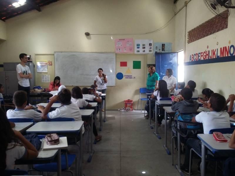 Atividade de conscientização sobre o lixo – Escola Estadual Adelina Almeida- Petrolina-PE – 19.08.15