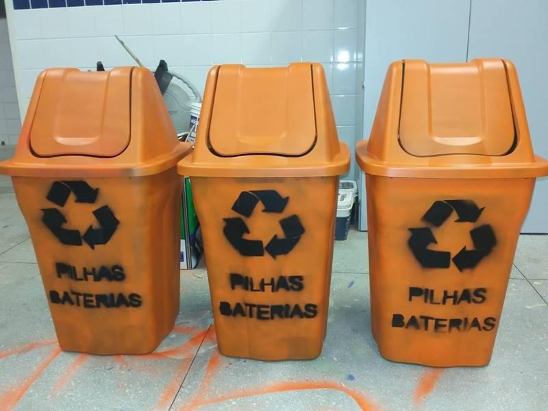 Confecção dos coletores de pilhas e baterias - Sala Verde - Univasf campus Juazeiro-BA - 31.07.15
