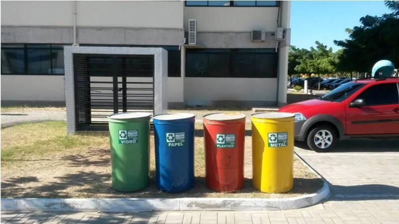 Servidores responsáveis pela limpeza da UNIVASF - Início do processo de coleta seletiva - Petrolina-PE - 08.15