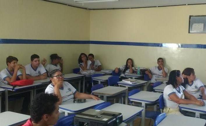 Atividades de Compostagem. Escola João Barracão. Petrolina-PE. 07/06/2017.