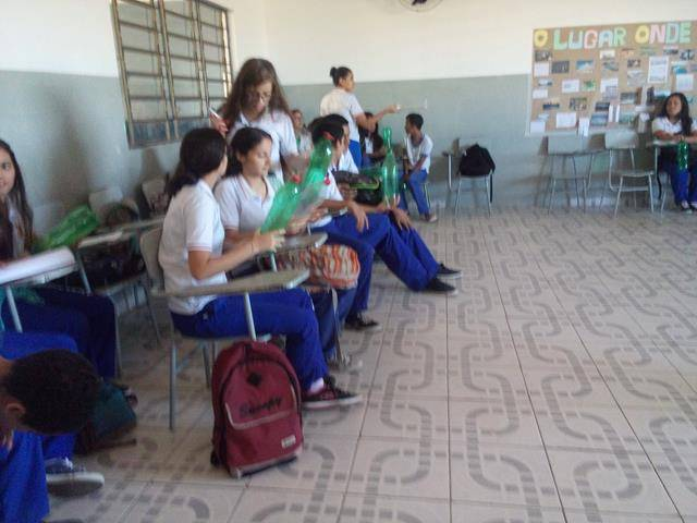 Atividades de Reciclagem. Escola Vande de Souza Ferreira. Petrolina-PE. 02-06-2016