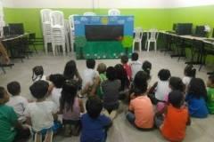 Crianças sensibilizadas através do Teatro de Fantoches do PEV