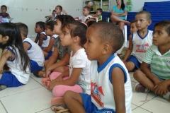 Crianças sensibilizadas com Arte Ambiental
