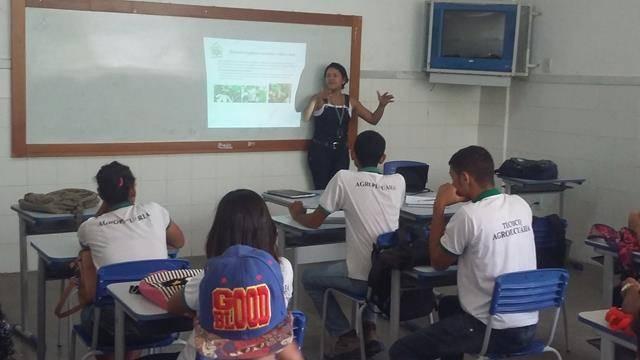 Cuidados e Preservação das Abelhas. Centro Territorial de Educação Profissional (CETEP). Juazeiro-BA. 14-05-2016
