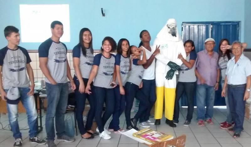 Atividades sobre os perigos dos Agrotóxicos. Escola Rui Barbosa. Juazeiro-BA. 04/05/2017.