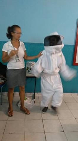 Cuidados e preservação das abelhas. Escola Jutahy Magalhães. Juazeiro-BA. 25/05/2017.