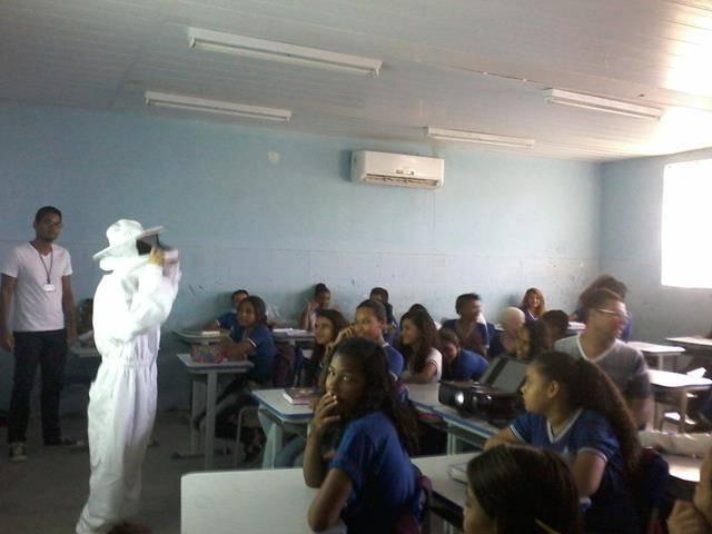 Cuidados e presevação das abelhas. Escola Antonilio de França Cardoso. Juazeiro-BA. 10-06- (7)